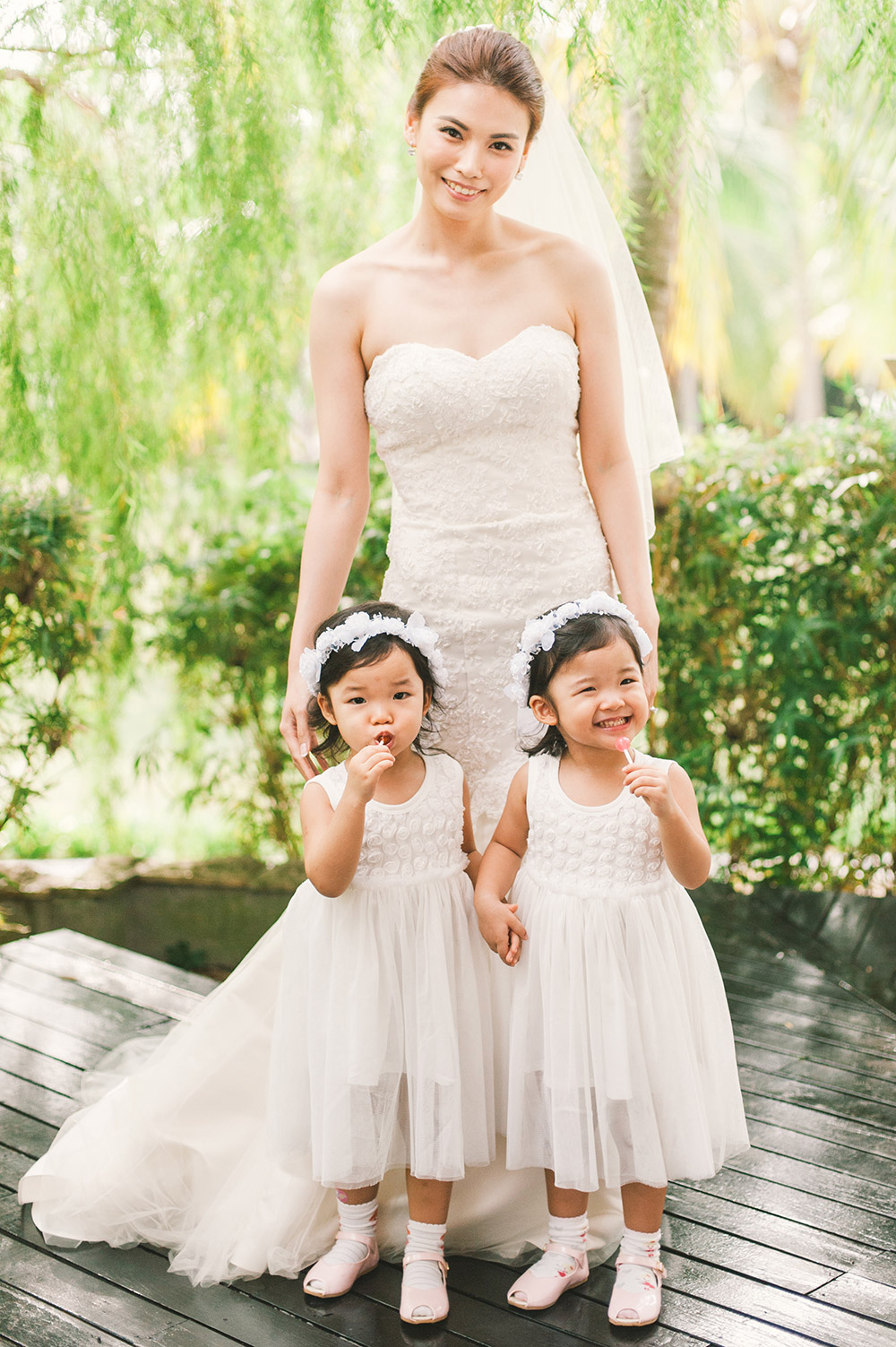 Flowergirls. Munkeat Photography. www.theweddingnotebook.com