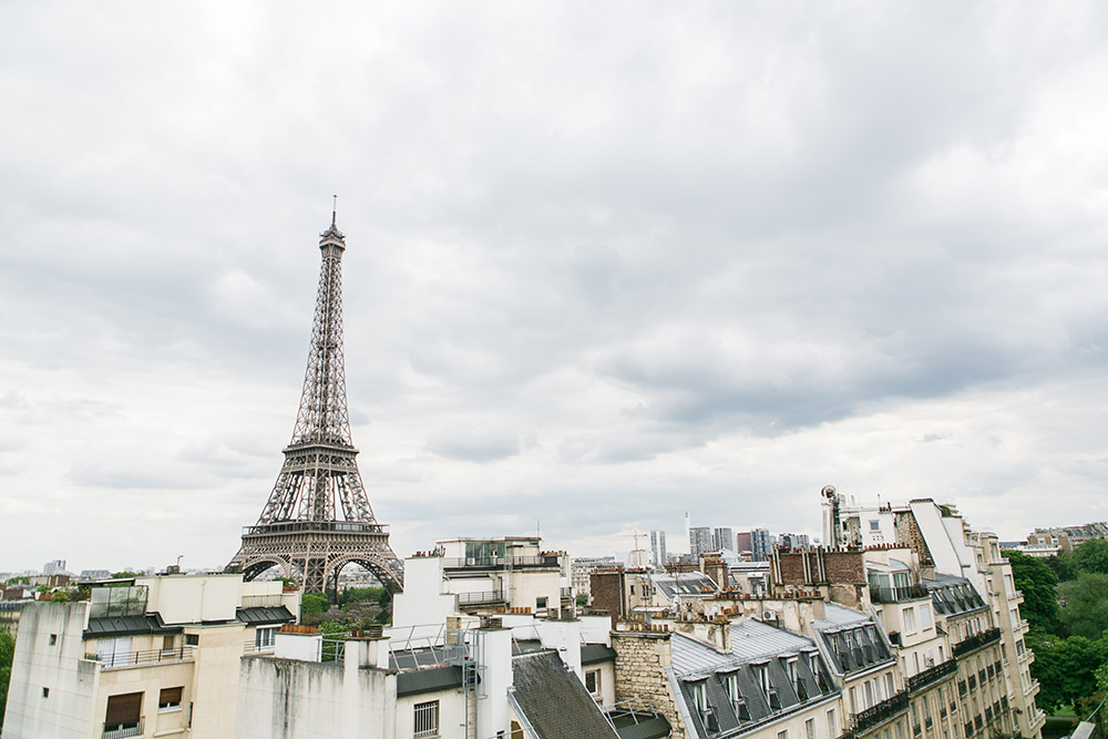 Destination wedding in Paris. Catherine O'hara Photography. www.theweddingnotebook.com