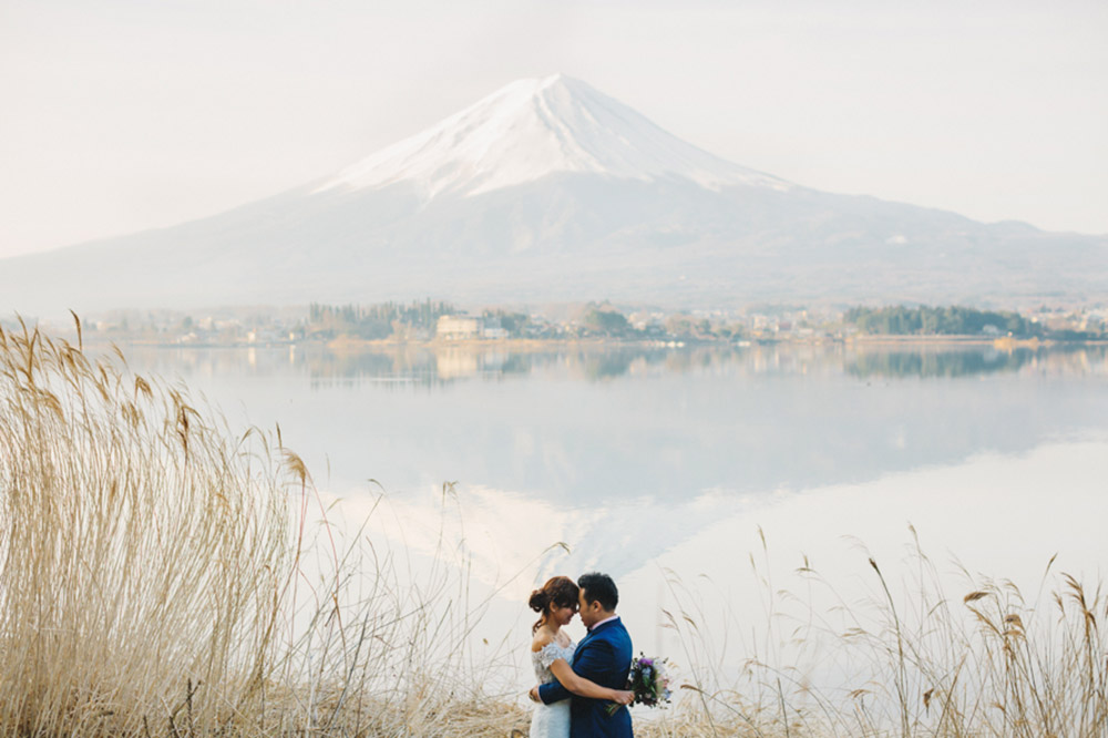 Bridal portraits around Mount Fuji. Photo by Synchronal Photography. www.theweddingnotebook.com