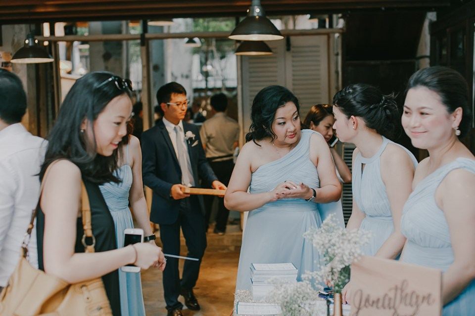 Photo by Louis Loo Photography. www.theweddingnotebook.com