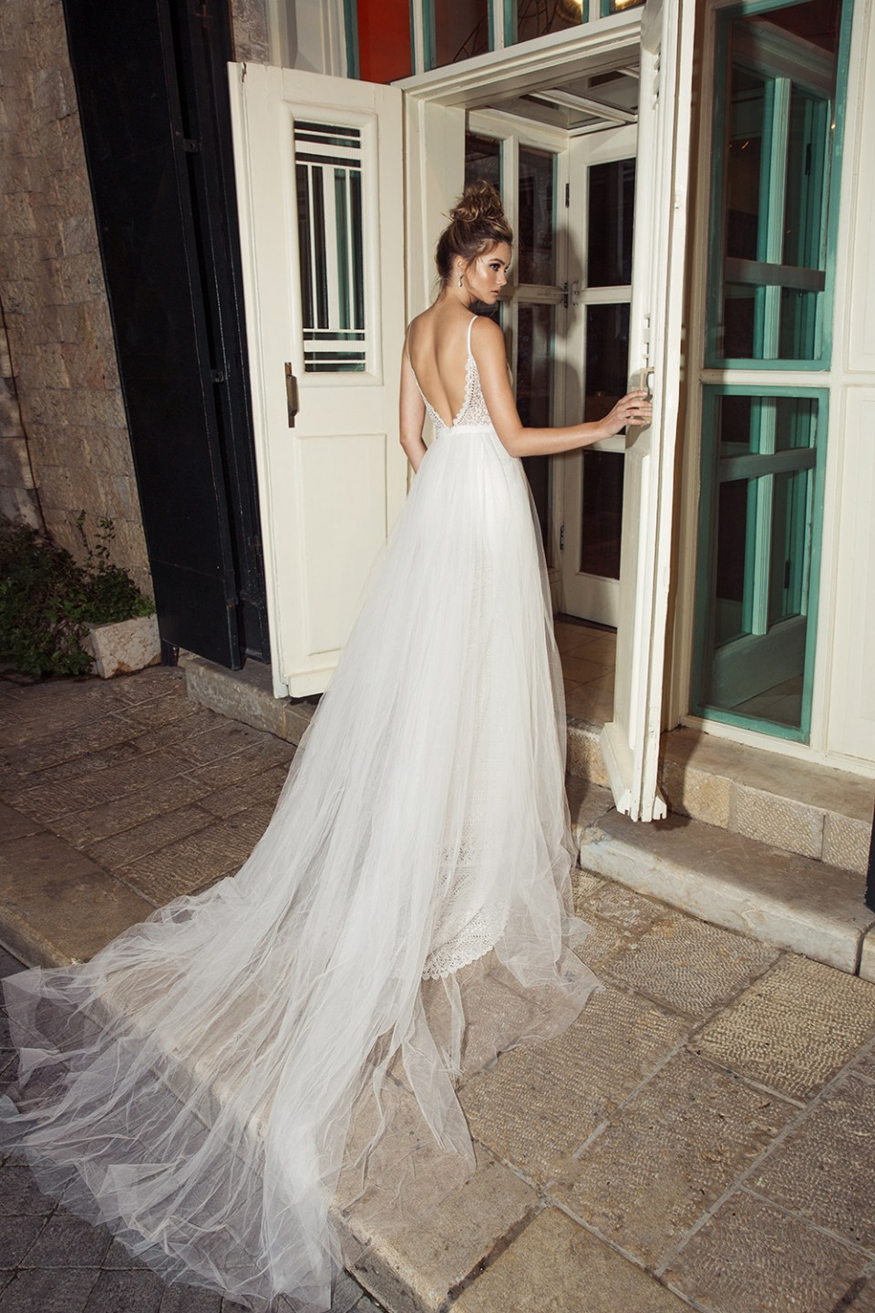 Romanzo by Julie Vino 2017 Bridal Collection. www.theweddingnotebook.com