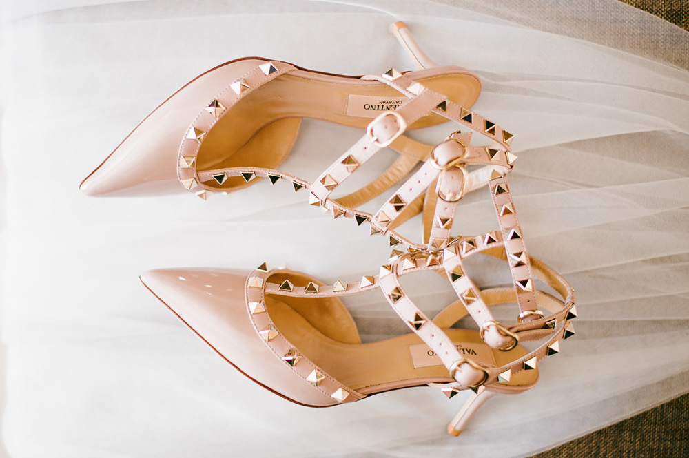 Valentino bridal heels. Photo by Diktatphotography. www.theweddingnotebook.com