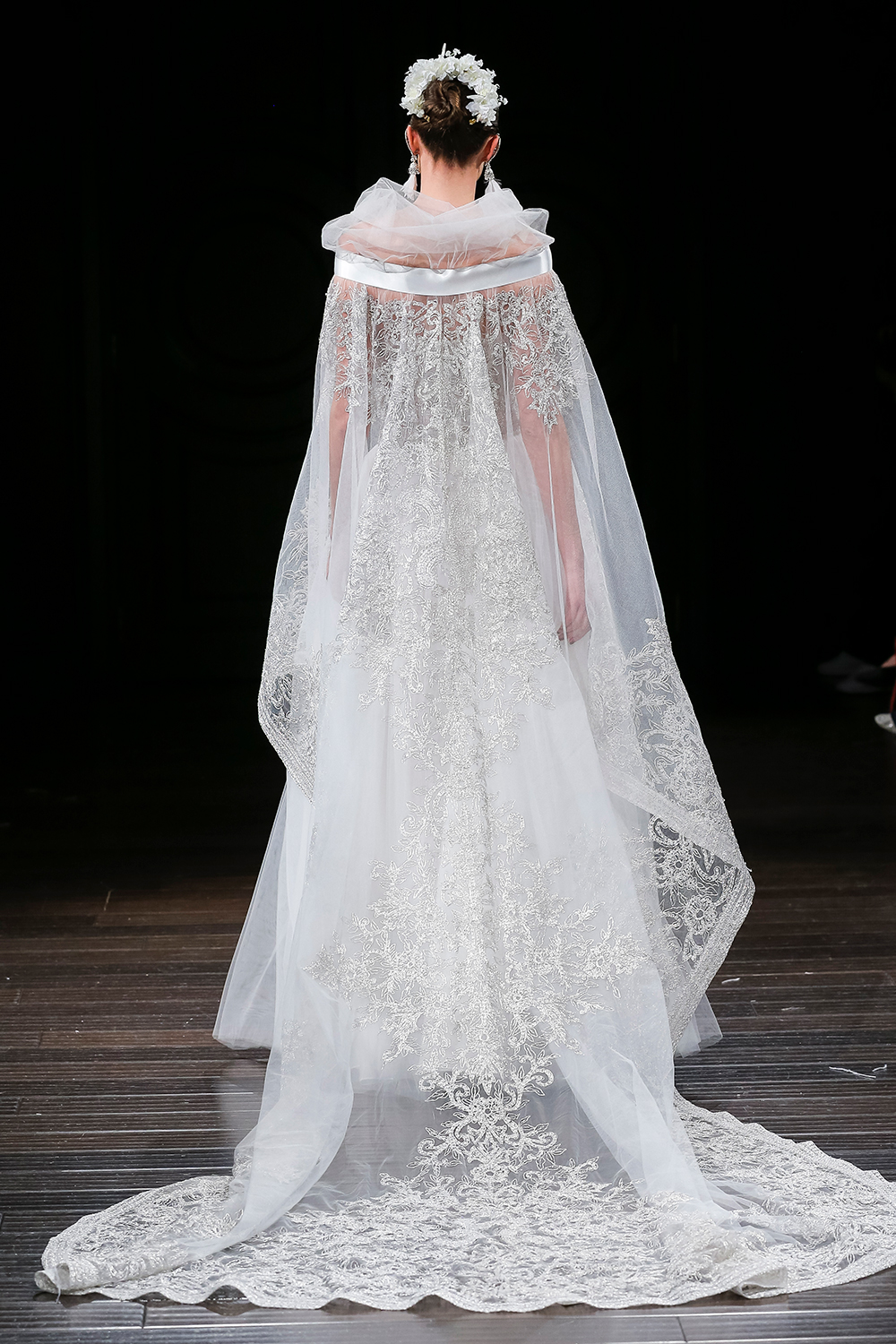 MERCER - Naeem Khan 2018 Bridal Collection. www.theweddingnotebook.com
