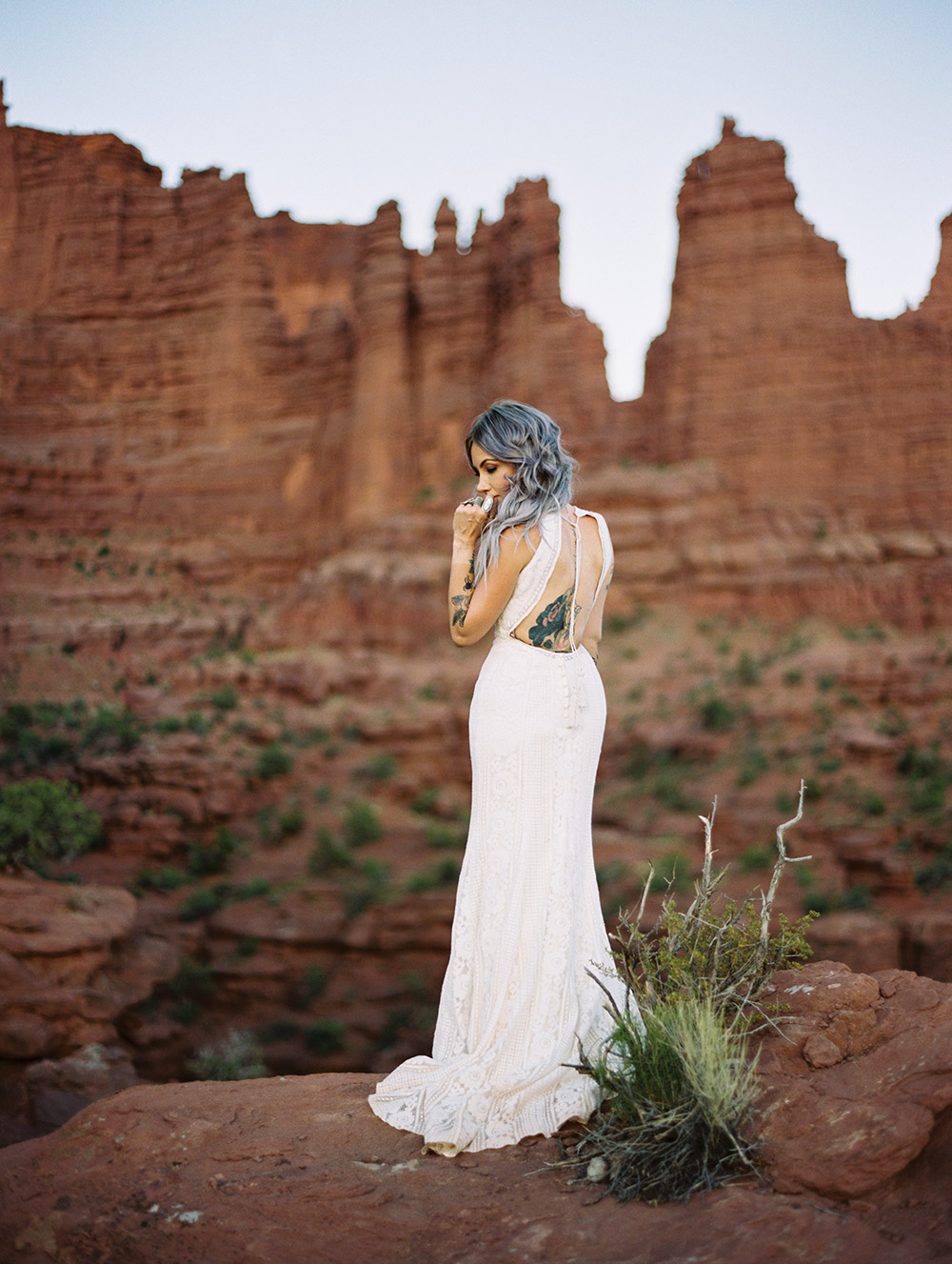 Adele - Wilderly Bride by Allure Bridals Spring 2018 Collection. www.theweddingnotebook.com