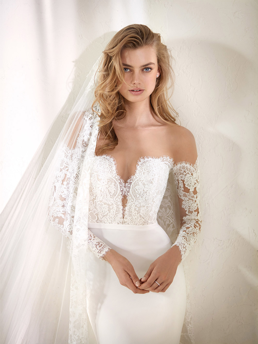 Dracma - Pronovias 2018 Bridal Collection. www.theweddingnotebook.com