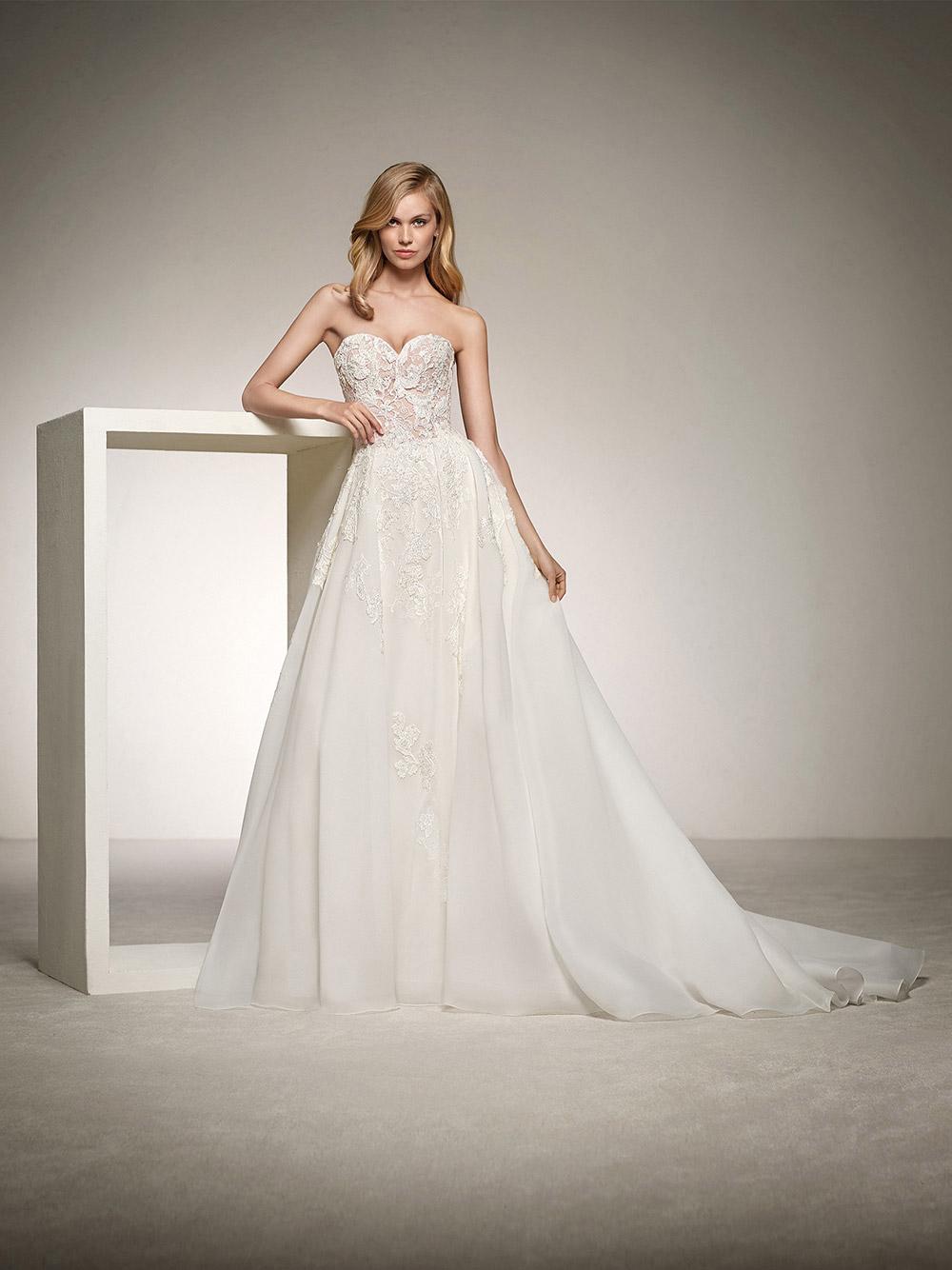 Dinara - Pronovias 2018 Bridal Collection. www.theweddingnotebook.com