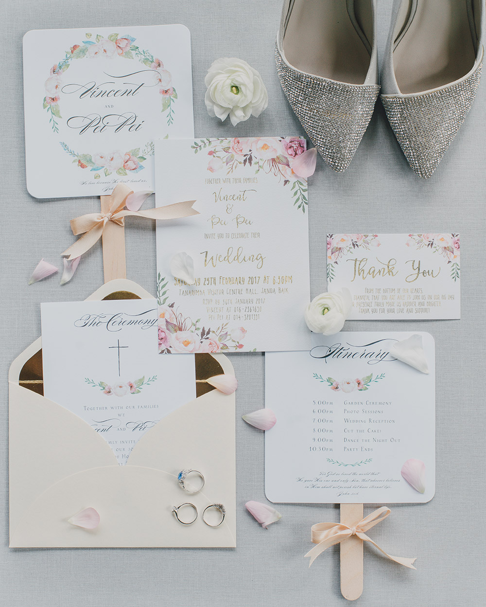 Wedding stationary. Photo by Fixer Photography. www.theweddingnotebook.com