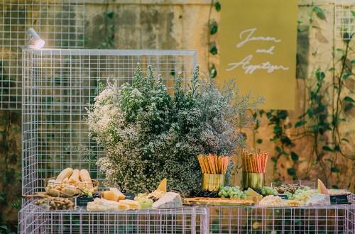 Photo by Daren Chong Photography. www.theweddingnotebook.com