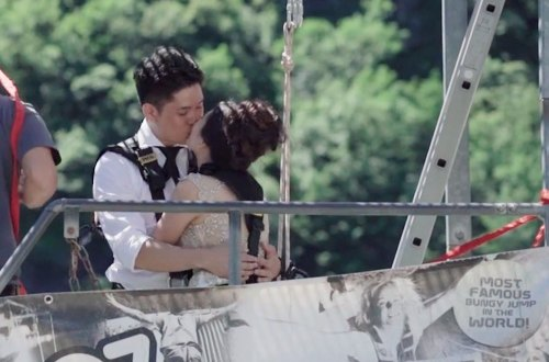 Bungee jumping wedding. Videography by ABC Studio. www.theweddingnotebook.com