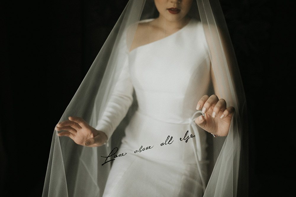 Details on wedding veil. Photo by Iluminen. www.theweddingnotebook.com