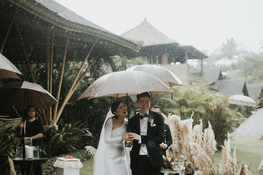 Photography by Iluminen. Wedding at Ubud Bali. www.theweddingnotebook.com