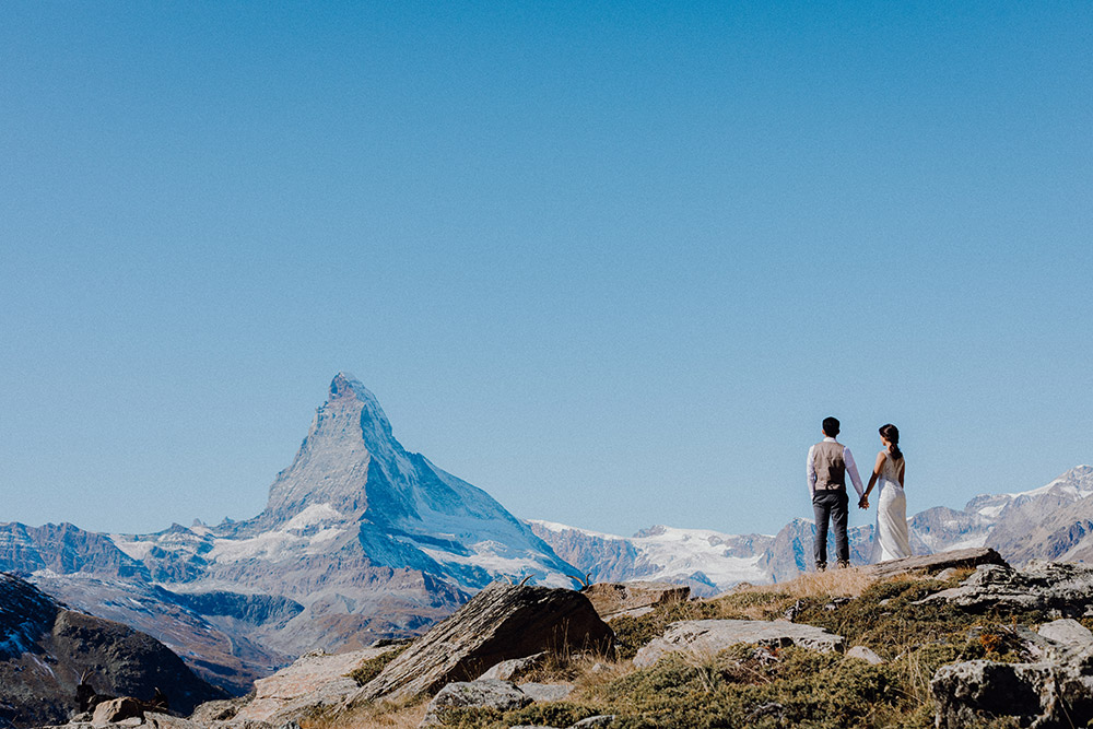 Magnificent Swiss Alps Bridal Portraits. Photo by Jackie Yong Photography. www.theweddingnotebook.com