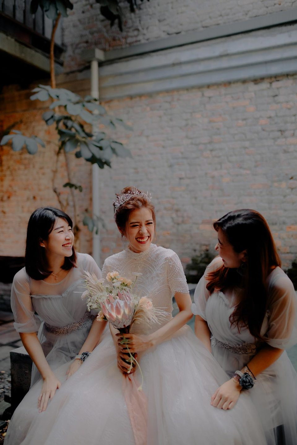 Bridesmaids at Halaman – A Boutique Guesthouse in Kuala LumpurJessielyee Photography. www.theweddingnotebook.com