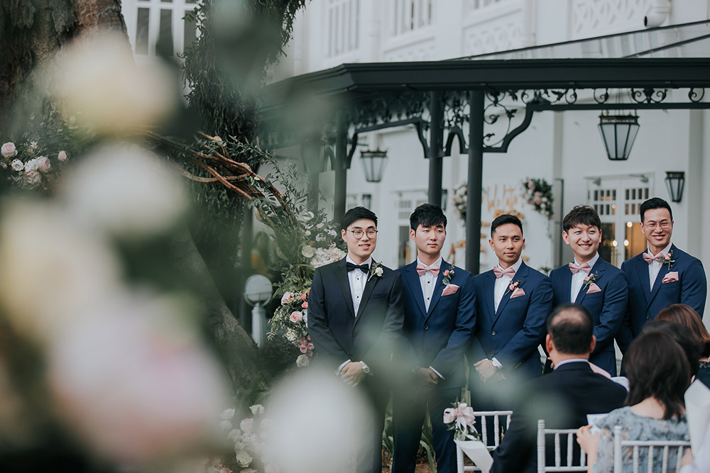 Photo by Daren Chong Photography. www.theweddingnotebook.com
