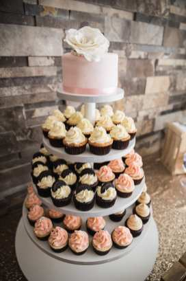 Photo: Laura Thomson Photography   Venue: Stratford Country Club