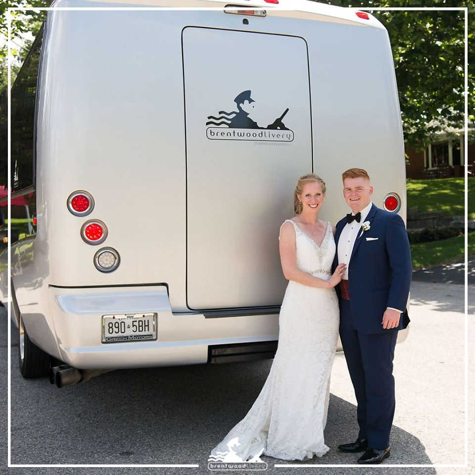 bride and groom standing behind the brentwood livery limobus