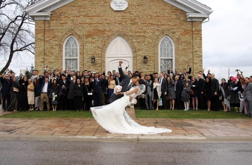 Venue: The Rose Chapel, Best Western Plus Stoneridge Inn | Photo: Photography by Daisy