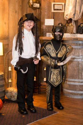 Halloween Themed Wedding   Photos: Life is Beautiful Photography   Planning: Day 2 Knight Events