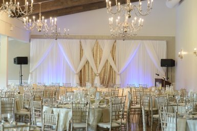 Decor: Devine Wedding Design | Venue: Stratford Country Club | Photo: Heather Dietz Photography