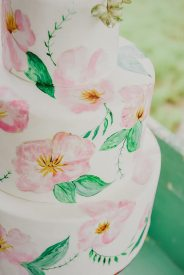 PHOTO: Julie Nicole Photography | CAKE: Crumb & Berry