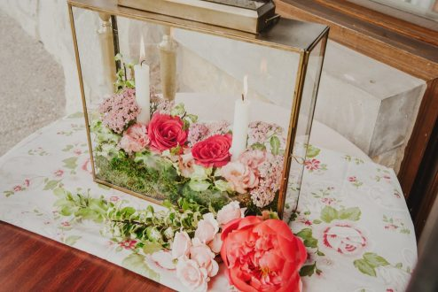 PHOTO: Julie Nicole Photography | FLORAL DESIGN, STYLING: La Petite Fleur | VINTAGE RENTALS: Warehouse 84