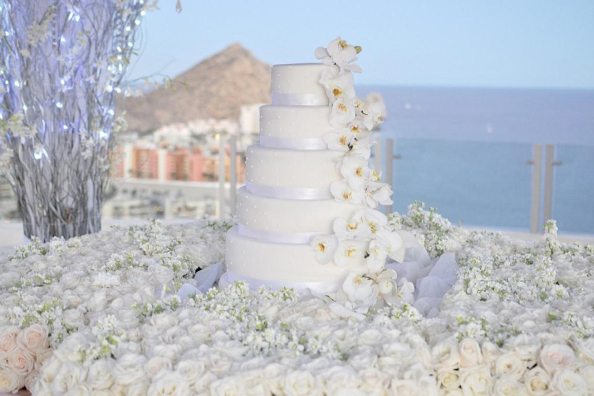 Top 10 bespoke wedding cake designers in the philippines stopboris Choice Image