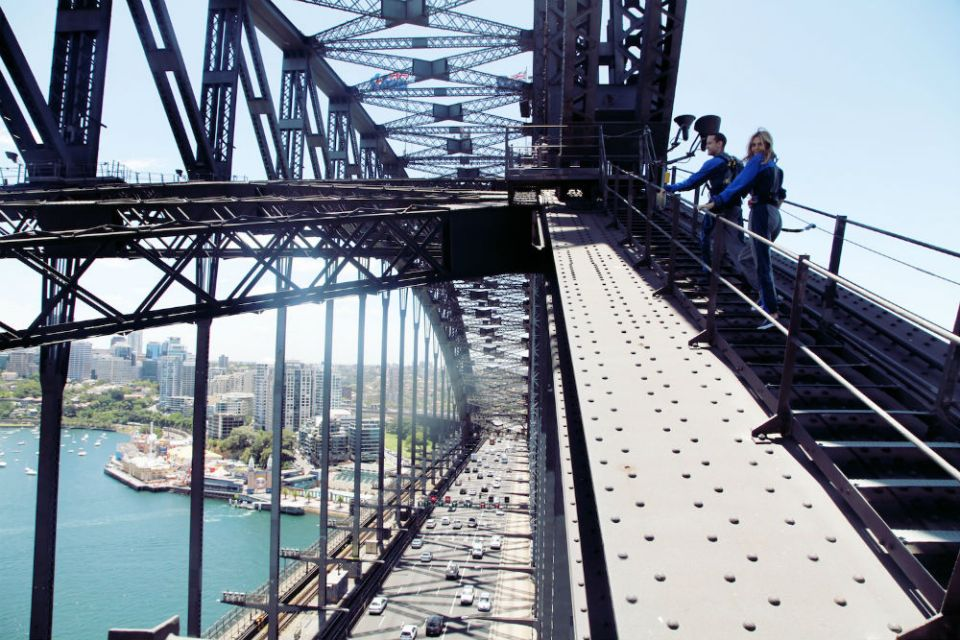 sydney-honeymoon-guide_sydney-harbour-bridge-climb-3