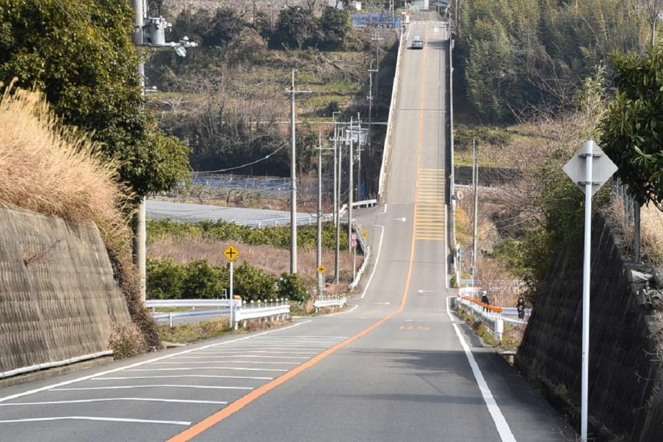 Hokkaido-Honeymoon-Roller-Coaster-Road-Psy Ritsumei