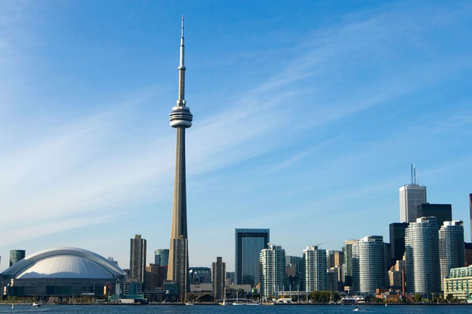 TorontoHoneymoon-CNtower-Evolve Tours