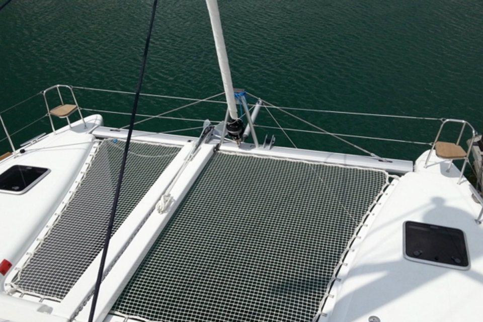 Photo via Singapore Yacht Charter Rental