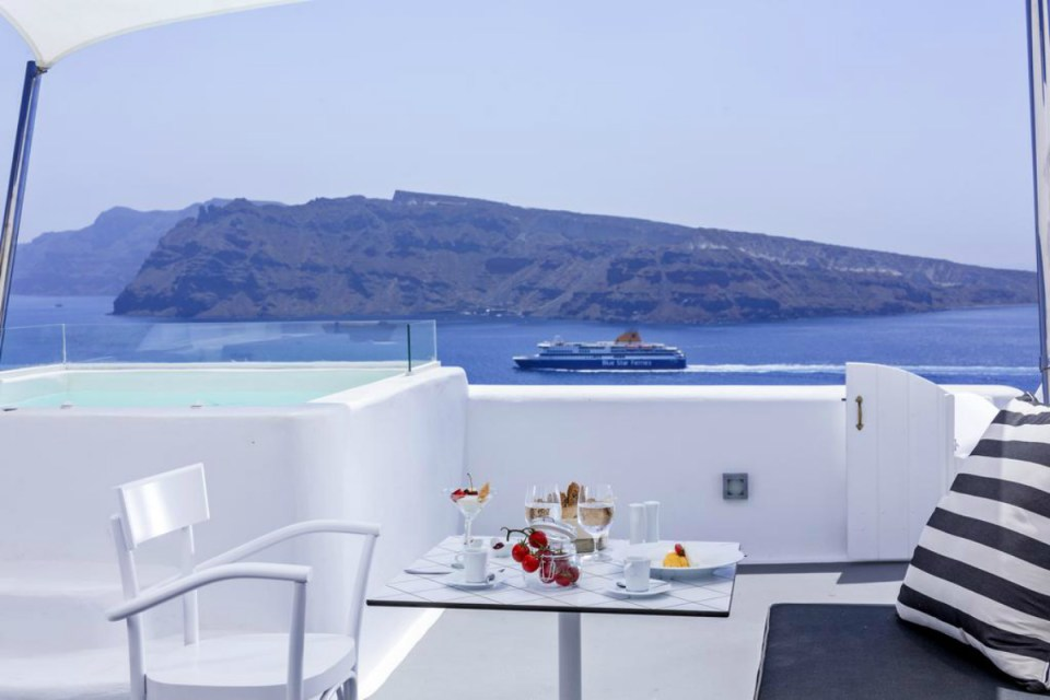 romantichotels-charismasuites-booking