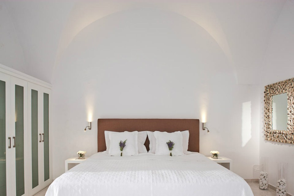 santorini-canaves-Booking