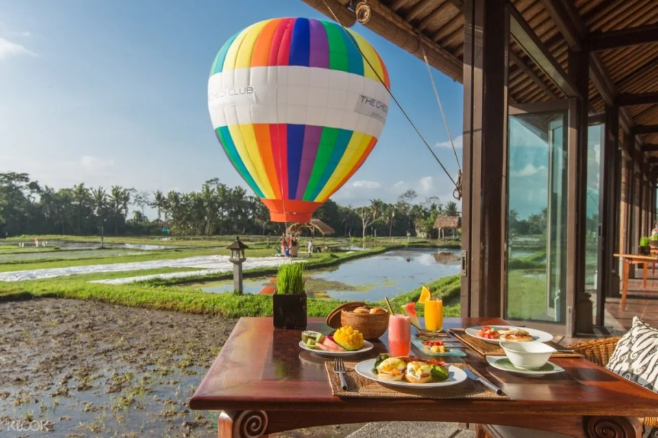 Bali, Indonesia Hot Air Balloon Experience with Meals at The Chedi Club Ubud