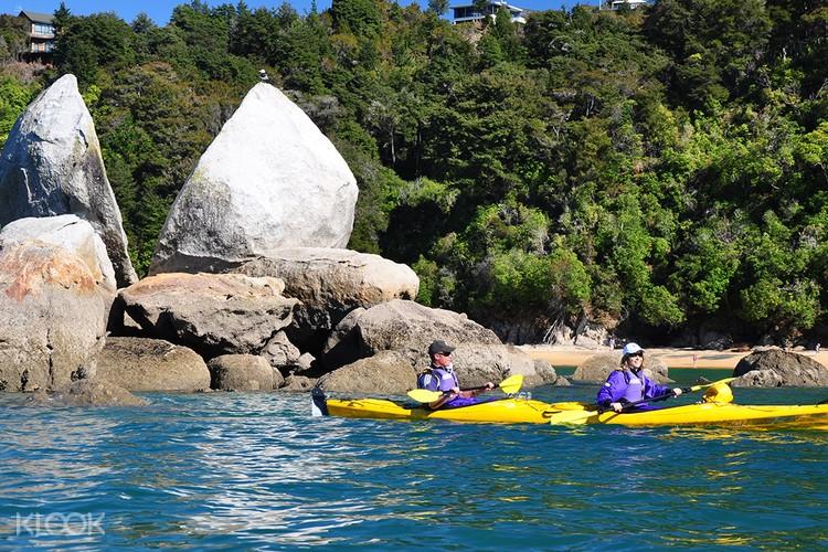 Kayaking Split Apple Rock New Zealand South Island Itinerary