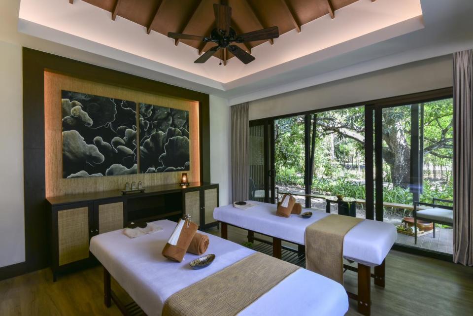 palawan honeymoon spa session at Seda Lio