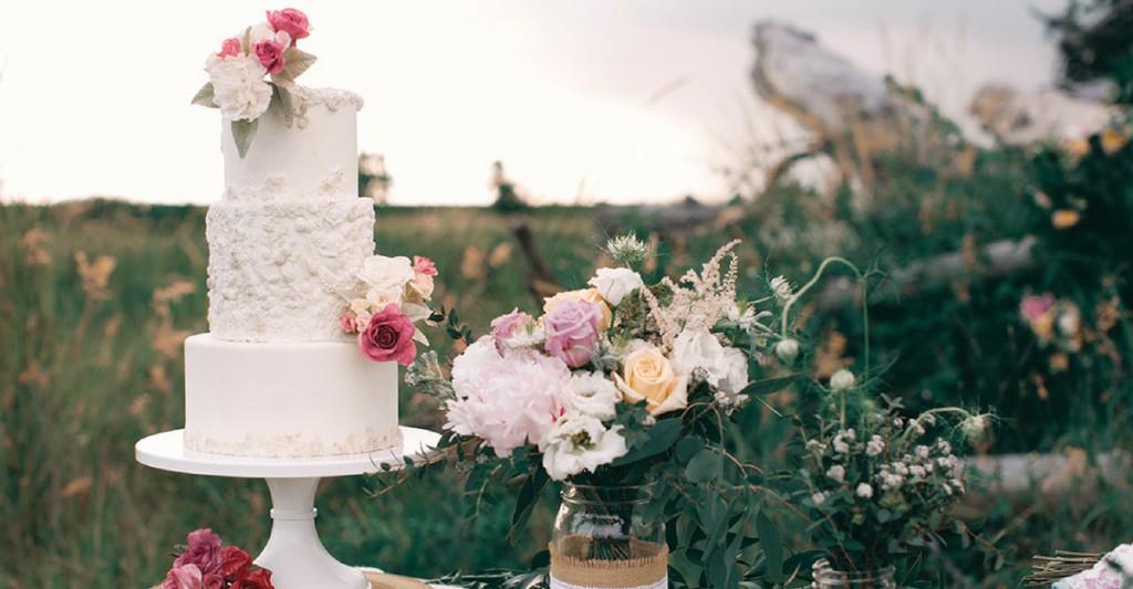 White Wedding Cake Singapore in Garden