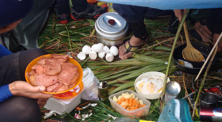 Mt Apo trek - breakfast at the peak