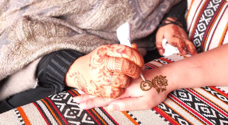 Dubai desert safari - henna