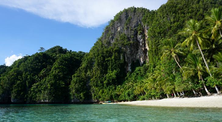 Dinagat island hopping - Cabacongan Beach