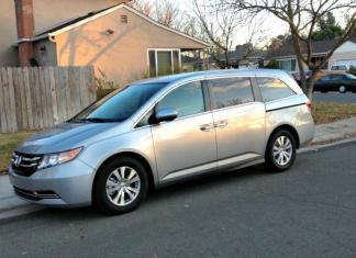 The 2016 Honda Odyssey has automatic sliding side doors.