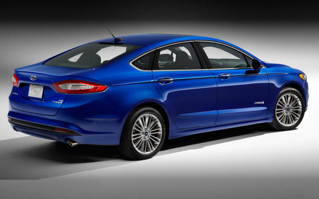 The 2017 Ford Fusion Hybrid has a new exterior design.