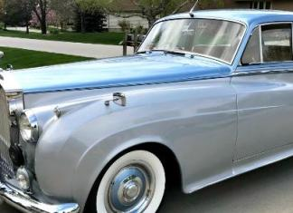 A 1959 Rolls-Royce is among the diverse classic rental cars available DriveShare.com.