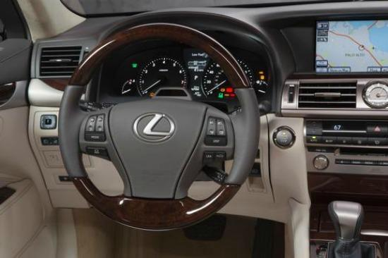 The interior of the 2014 Lexus S460 spacious and handsome.