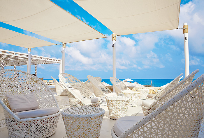 beach-club-yalos-in-white-palace
