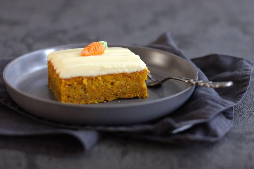 Diese Karottenkuchen-Schnitten versüßen euch euer Osterfest!