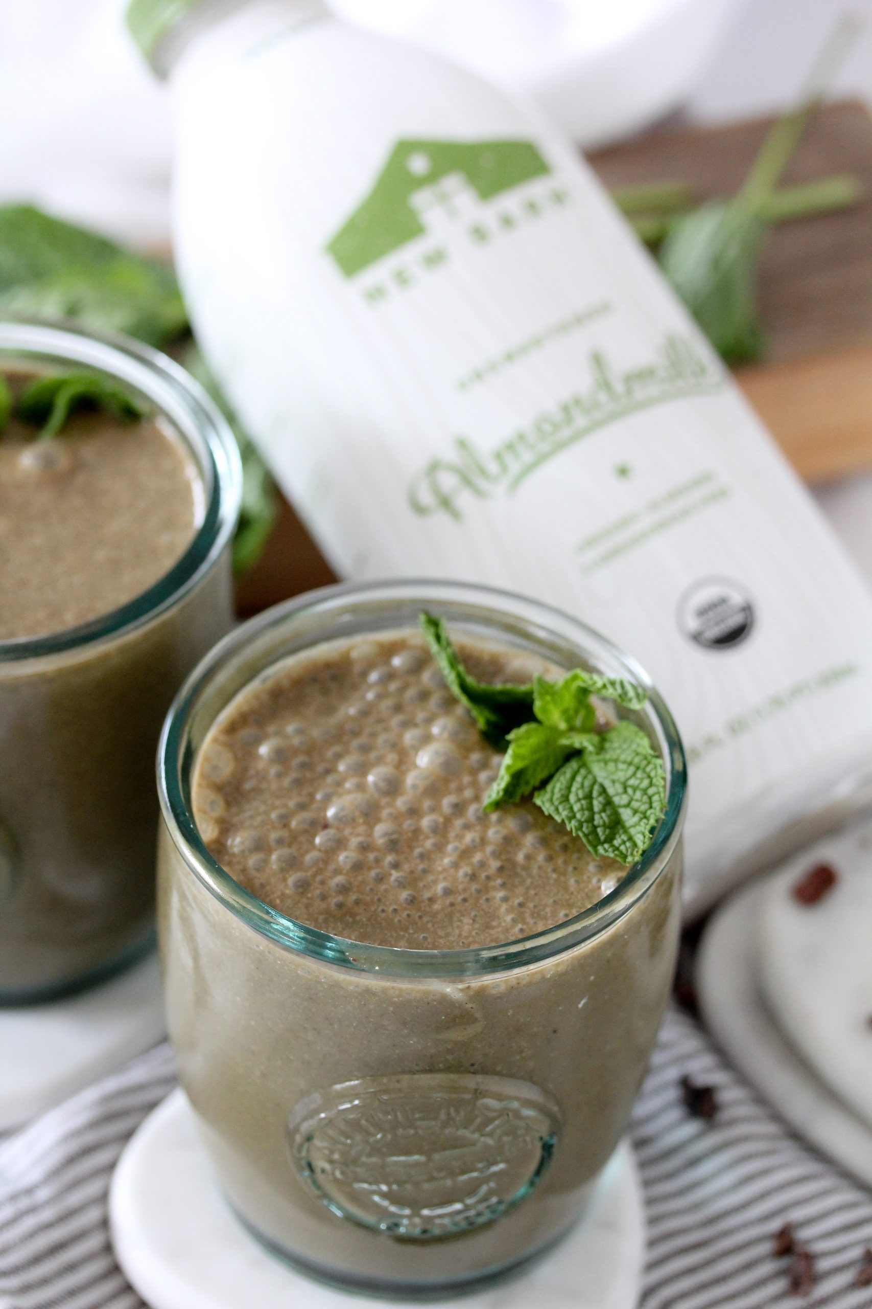 No-Sugar-Added Chocolate Mint Superfood Smoothie from the Whole Smiths. A refreshing, superfood packed smoothie recipe that's the perfect afternoon pick-me-up. It's SO tasty and refreshing. Paleo, vegan and vegetarian.