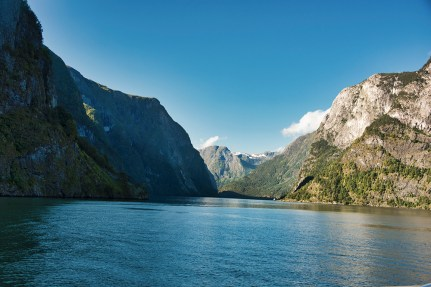 Looking up the Aurlandsfjord