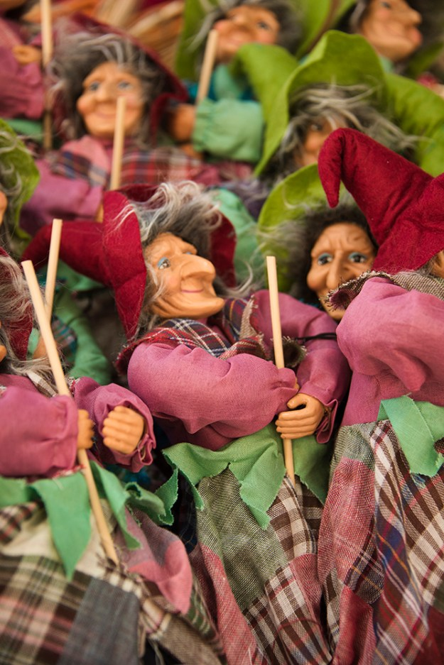 Models of La Befana at Piazza Navona