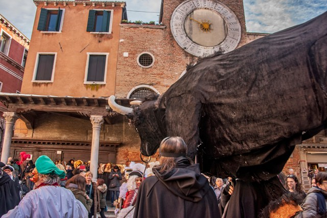 Model of the bull at the Festa del Toro, Venice Carnival ©BillGent