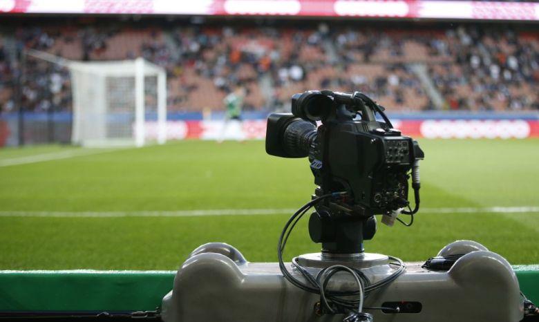 Sono ancora rimasti da assegnare i diritti TV della Serie A del triennio 2018/21. Si valutano diverse ipotesi, tra cui un canale ufficiale della lega. Foto: KENZO TRIBOUILLARD/AFP/Getty Images.